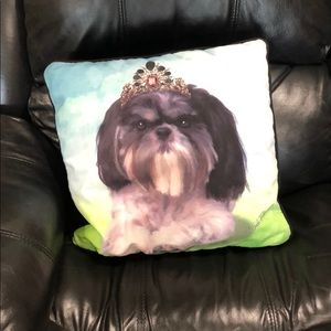 16 X16 shihtzu pillow with black back like new